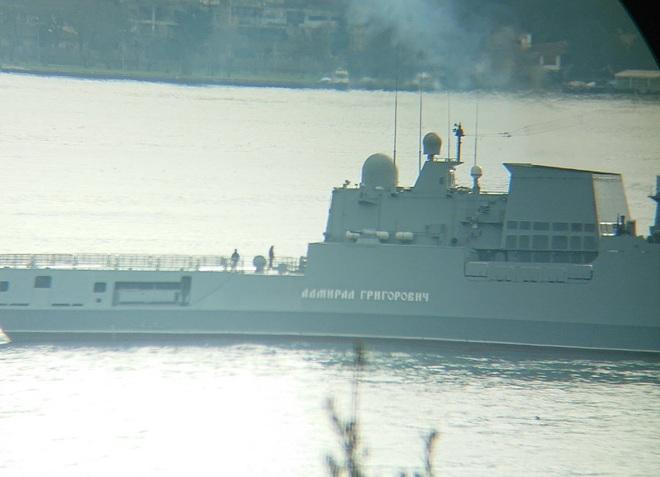 NÓNG: Giờ G sắp điểm, 2 tàu chiến Nga mang đầy tên lửa Kalibr lập lá chắn ngoài khơi Syria - Ảnh 1.