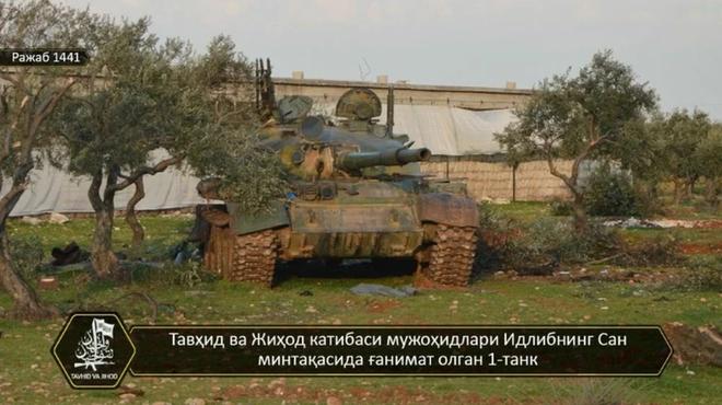 Phiến quân đánh rát, lính Syria bỏ cả chiến tăng T-72 để tháo chạy - Ảnh 1.