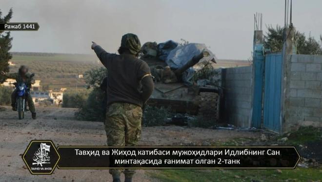 Phiến quân đánh rát, lính Syria bỏ cả chiến tăng T-72 để tháo chạy - Ảnh 2.