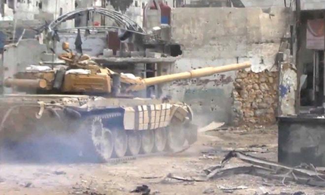 Phiến quân đánh rát, lính Syria bỏ cả chiến tăng T-72 để tháo chạy - Ảnh 12.