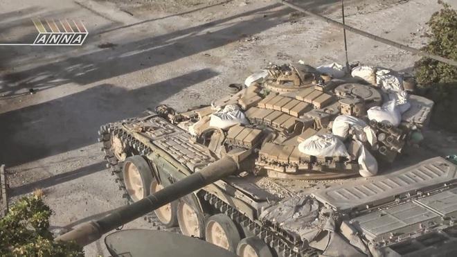 Phiến quân đánh rát, lính Syria bỏ cả chiến tăng T-72 để tháo chạy - Ảnh 14.