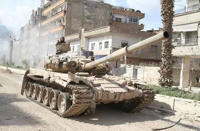 Phiến quân đánh rát, lính Syria bỏ cả chiến tăng T-72 để tháo chạy - Ảnh 15.