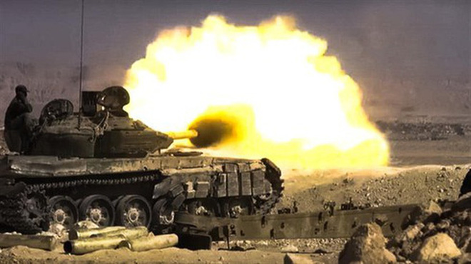 Phiến quân đánh rát, lính Syria bỏ cả chiến tăng T-72 để tháo chạy - Ảnh 16.