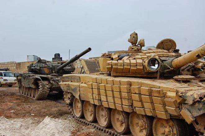 Phiến quân đánh rát, lính Syria bỏ cả chiến tăng T-72 để tháo chạy - Ảnh 21.