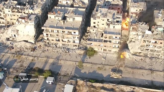 Phiến quân đánh rát, lính Syria bỏ cả chiến tăng T-72 để tháo chạy - Ảnh 22.