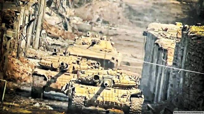 Phiến quân đánh rát, lính Syria bỏ cả chiến tăng T-72 để tháo chạy - Ảnh 29.