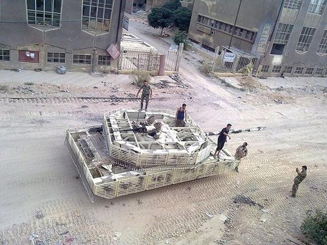 Phiến quân đánh rát, lính Syria bỏ cả chiến tăng T-72 để tháo chạy - Ảnh 30.