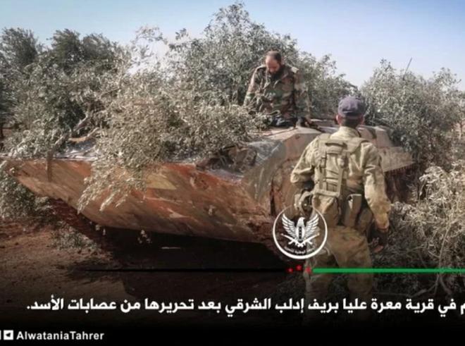Phiến quân đánh rát, lính Syria bỏ cả chiến tăng T-72 để tháo chạy - Ảnh 4.