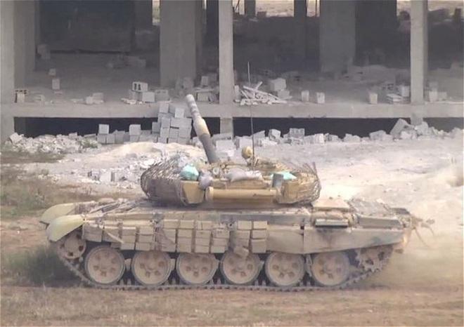 Phiến quân đánh rát, lính Syria bỏ cả chiến tăng T-72 để tháo chạy - Ảnh 31.