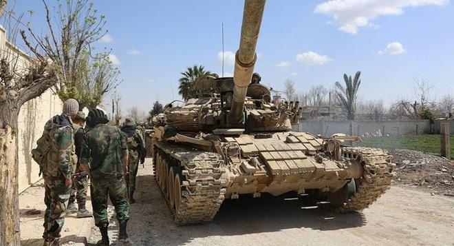 Phiến quân đánh rát, lính Syria bỏ cả chiến tăng T-72 để tháo chạy - Ảnh 32.
