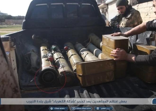Phiến quân đánh rát, lính Syria bỏ cả chiến tăng T-72 để tháo chạy - Ảnh 5.