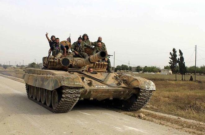 Phiến quân đánh rát, lính Syria bỏ cả chiến tăng T-72 để tháo chạy - Ảnh 7.
