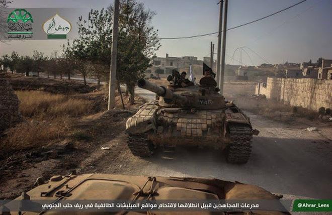 Phiến quân đánh rát, lính Syria bỏ cả chiến tăng T-72 để tháo chạy - Ảnh 8.