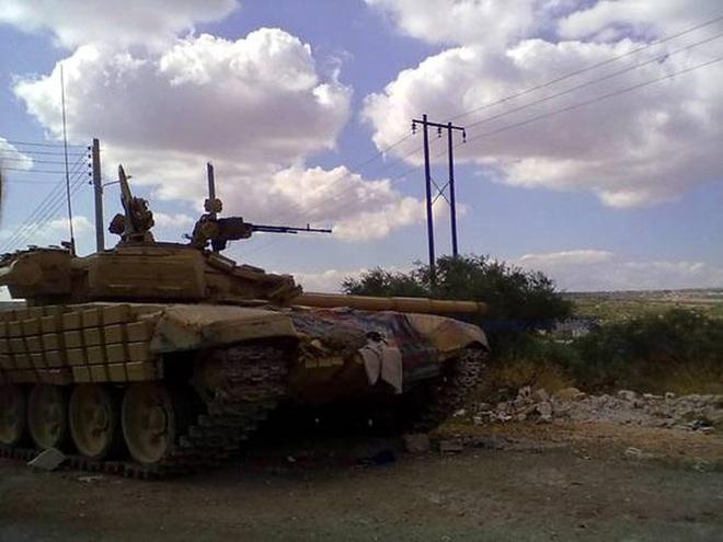 Phiến quân đánh rát, lính Syria bỏ cả chiến tăng T-72 để tháo chạy - Ảnh 9.