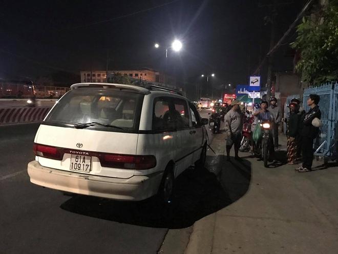 Qua đường gửi đồ về quê, người phụ nữ bị ô tô tông chết giữa ngã tư - Ảnh 1.