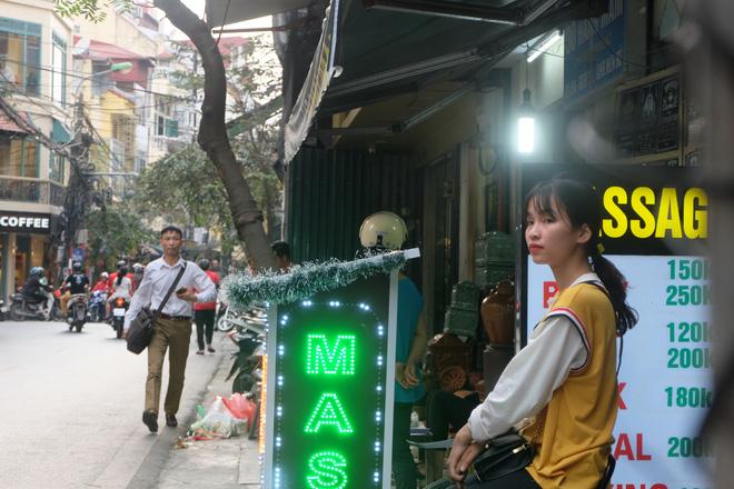 Đói khách vì dịch Covid-19, khách sạn 3 sao ở Hà Nội giảm sốc giá phòng còn 299.000 đồng - Ảnh 9.