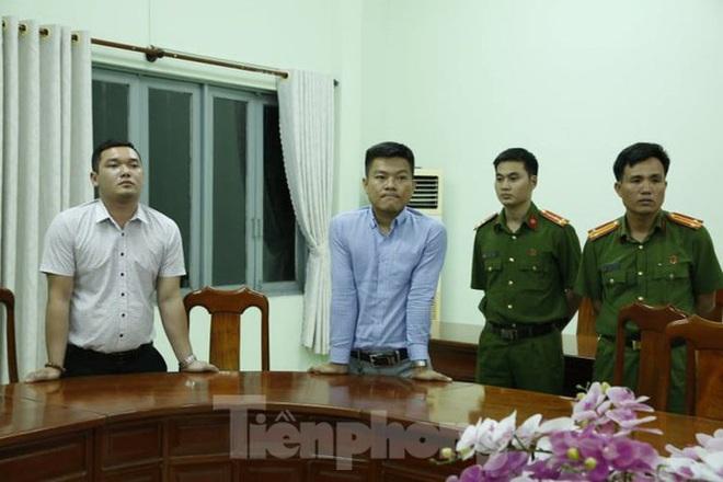 Giám đốc Cty bất động sản bị bắt, hàng chục người vây nhà riêng đòi tiền - Ảnh 1.