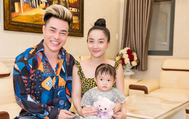Vợ xinh đẹp của Lê Dương Bảo Lâm: Hi sinh, bản lĩnh, chiều chồng, yêu chồng bất chấp tin đồn giới tính - Ảnh 4.
