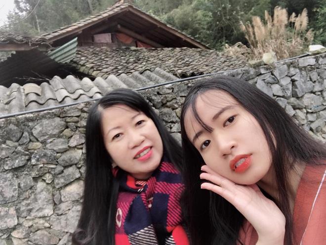 Đi Hà Giang, cô gái được mẹ chụp cho loạt ảnh nghìn like: Câu chuyện phía sau khiến tất cả thích thú - Ảnh 1.
