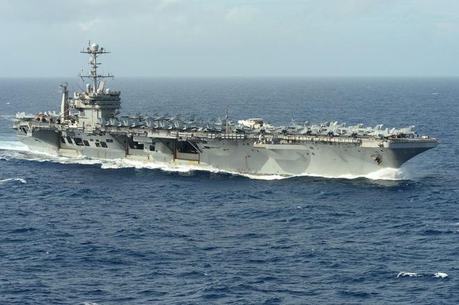 Máy bay chiến đấu Mỹ dồn dập cất - hạ cánh trên tàu sân bay: Đòn răn đe Iran vẫn rất mạnh! - Ảnh 1.