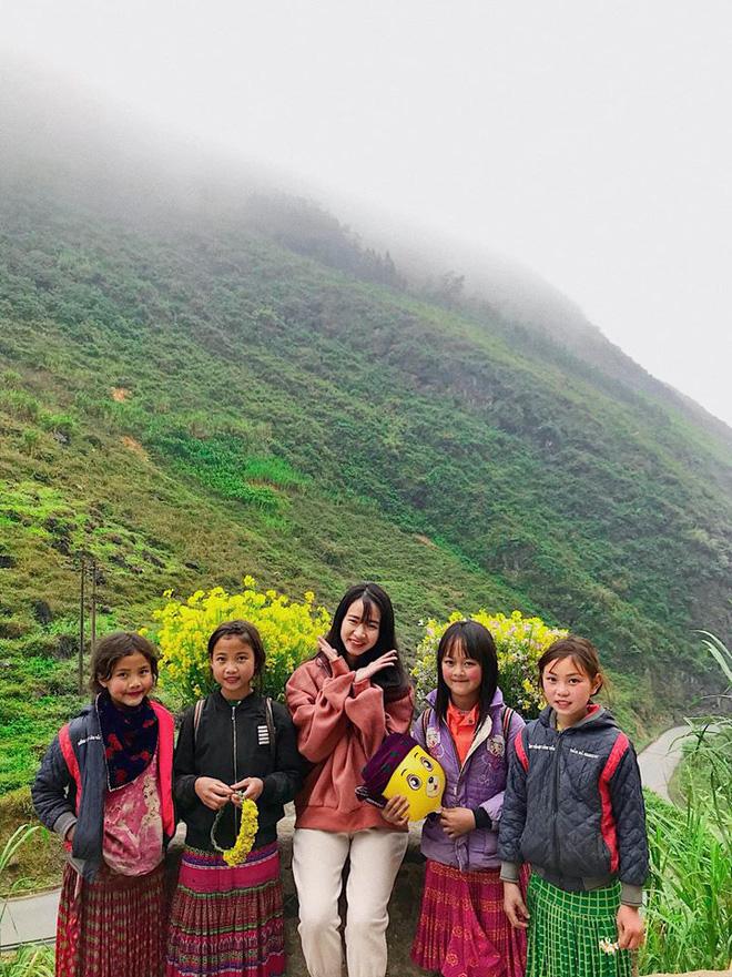 Đi Hà Giang, cô gái được mẹ chụp cho loạt ảnh nghìn like: Câu chuyện phía sau khiến tất cả thích thú - Ảnh 3.