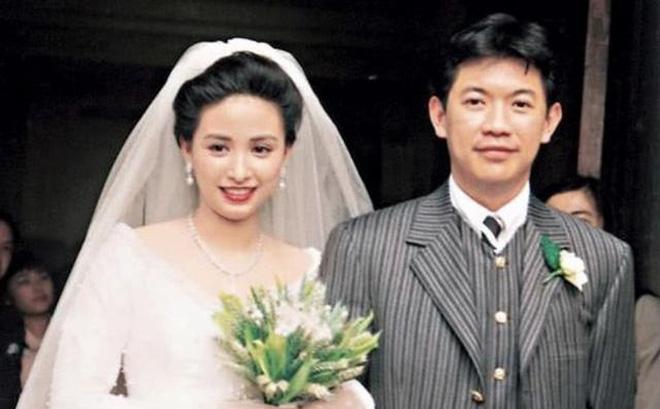 Á hậu nức tiếng Hong Kong: Đẹp khó tin ở tuổi 52 và cuộc hôn nhân 30 năm đáng ngưỡng mộ