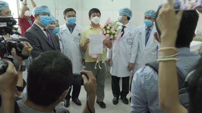 Nam bệnh nhân người Trung Quốc nhiễm virus corona ở TP HCM được xuất viện - Ảnh 3.