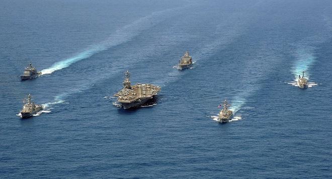 Tất cả chúng ta đều sẽ chết!: Con số 12 đáng sợ đang bóp nghẹt Hải quân Mỹ - Ảnh 1.