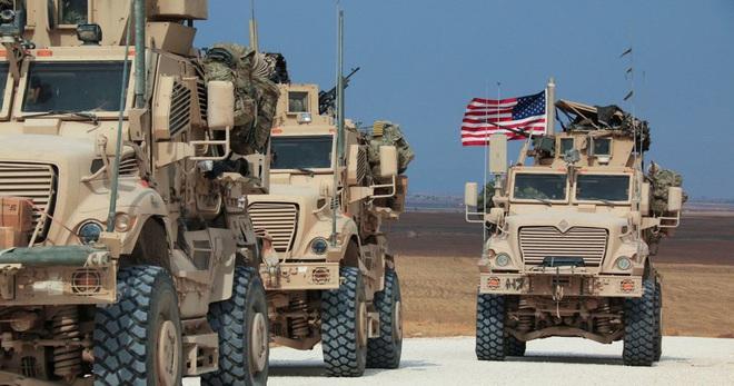Xe bọc thép Nga húc thẳng thiết giáp Mỹ khi bị cản đường? - Ảnh 1.