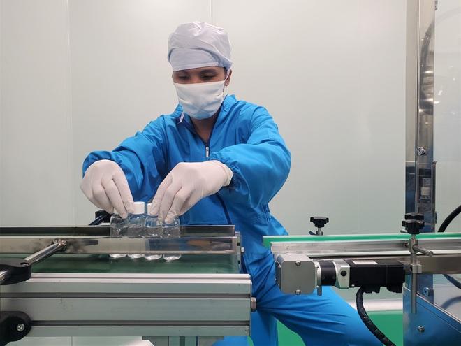 Quy trình 50.000 chai gel rửa tay khô kháng khuẩn ra đời thần tốc trong đợt dịch corona - Ảnh 4.