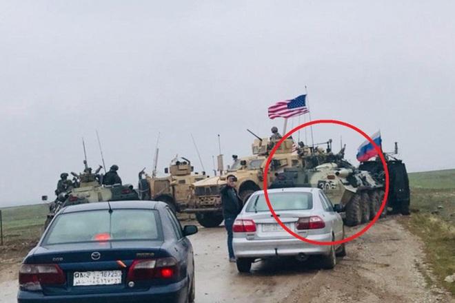 Xe bọc thép Nga húc thẳng thiết giáp Mỹ khi bị cản đường? - Ảnh 7.