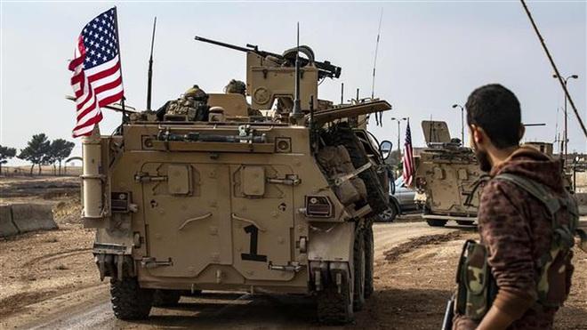 Xe bọc thép Nga húc thẳng thiết giáp Mỹ khi bị cản đường? - Ảnh 9.