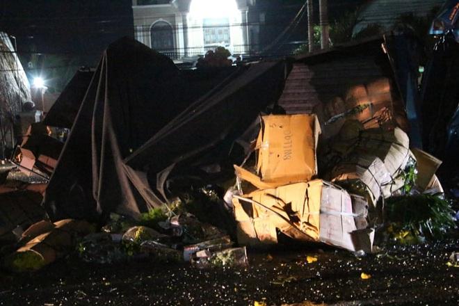 Thêm 2 người tử vong trong vụ tai nạn giữa xe khách và xe tải ở Bình Dương - Ảnh 1.