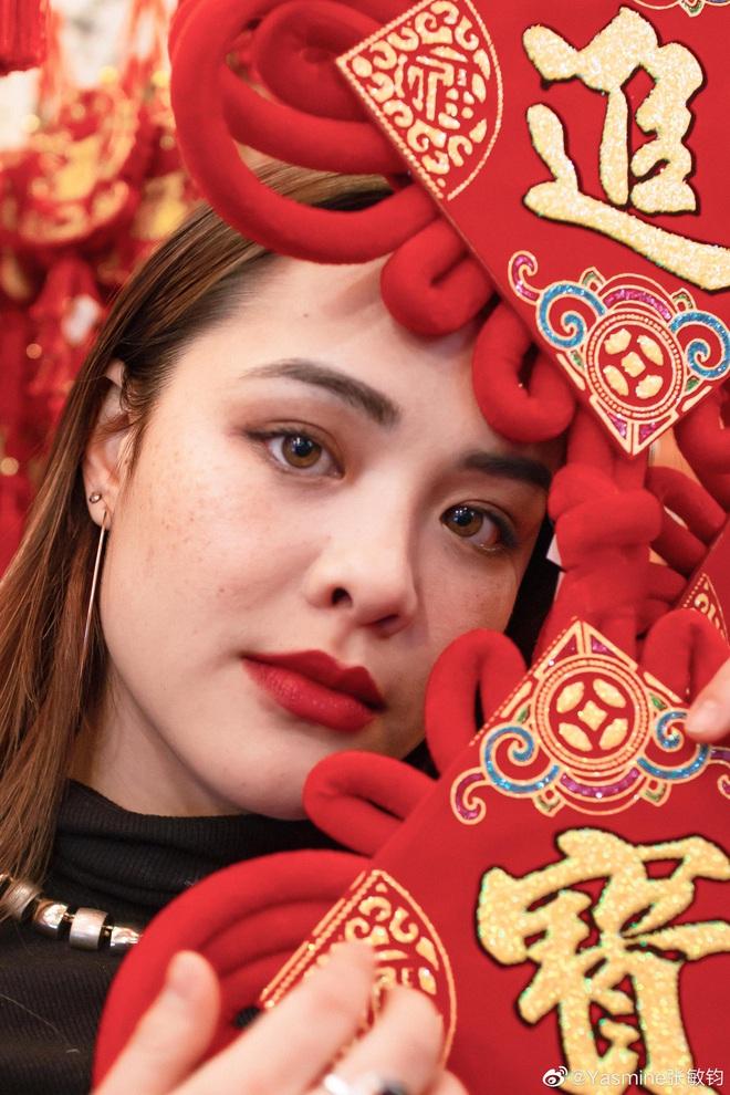 Nhan sắc lai Tây hút hồn của con gái nữ thần gợi cảm gốc Việt Chung Lệ Đề - Ảnh 6.