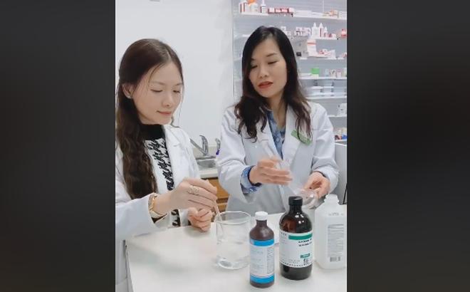 Video: Dược sĩ từ Canada chỉ cách pha chế dung dịch cồn rửa tay sát khuẩn đúng chuẩn WHO