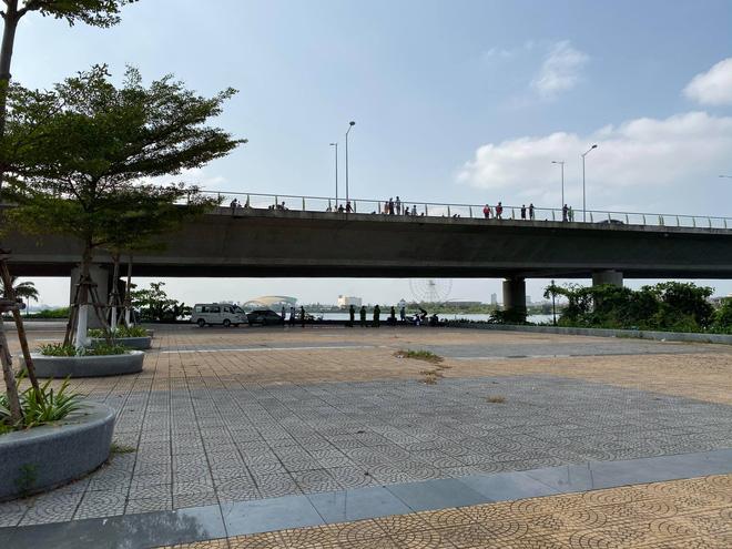 Hiện trường vụ vali chứa thi thể không lành lặn trôi trên sông Hàn - Ảnh 1.