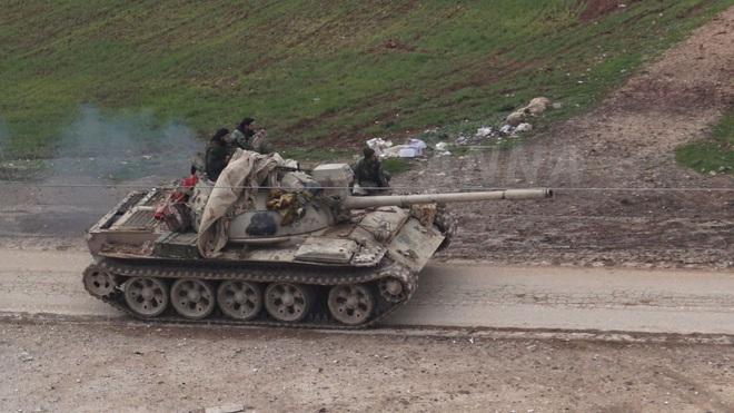 Khủng bố vỡ trận tháo chạy khỏi Saraqeb, QĐ Syria mở tung cánh cửa hang ổ Idlib - Ảnh 3.
