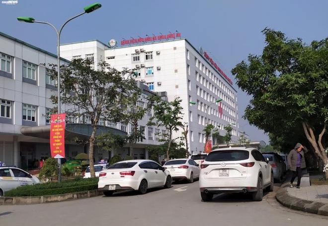 Bác sỹ ôm nữ sinh thực tập ngủ: Bệnh viện nói chỉ là hành động vô thức khi say giấc - Ảnh 2.
