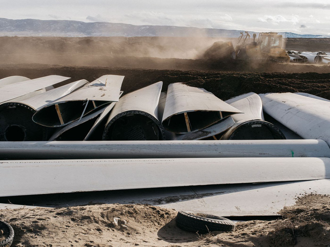 Đừng tưởng điện gió là sạch, cánh tuabin không thể tái chế đang nằm chất đống thành những bãi rác khổng lồ - Ảnh 2.