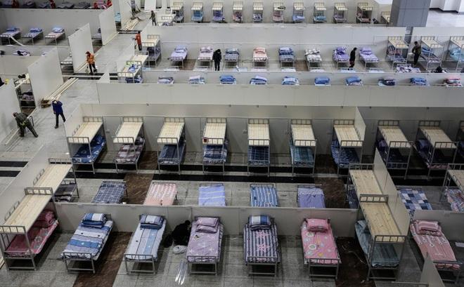 [VIDEO] Cuộc chiến với virus corona đầy cam go, Vũ Hán ráo riết làm hàng loạt bệnh viện tạm