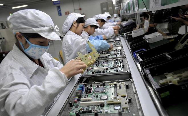 Foxconn tự sản xuất khẩu trang cho công nhân để không làm chậm tiến độ lắp ráp iPhone
