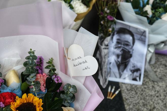 Cảm ơn sự dũng cảm của anh: Toàn thành Vũ Hán không hẹn mà cùng tưởng niệm bác sĩ Lý Văn Lượng - Ảnh 8.