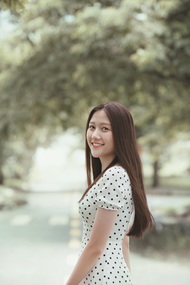 Em gái út Trấn Thành khoe ảnh lúc nhỏ được anh trai MC quốc dân bồng trên tay, giật mình phát hiện cô nàng dậy thì quá thành công - Ảnh 2.