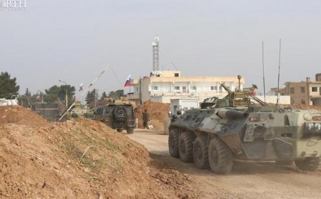 """Mỹ chặn xe tuần tra """"như cơm bữa"""", buộc Nga phải muối mặt rút quân ở Syria?"""
