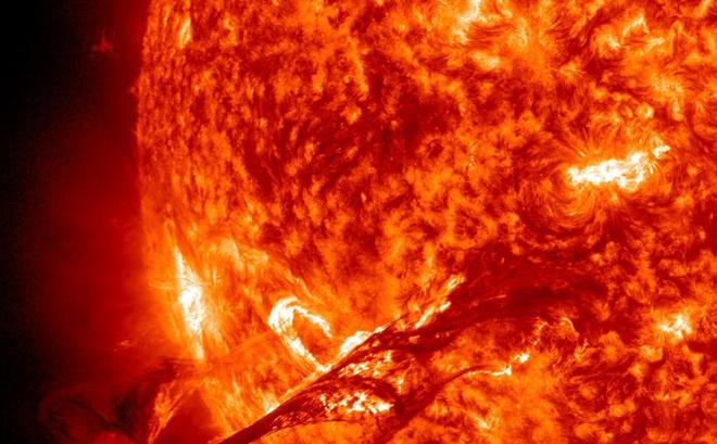 """Bão Mặt Trời - Cơn thịnh nộ phát ra từ """"lò hạt nhân"""" khổng lồ đáng sợ thế nào?"""