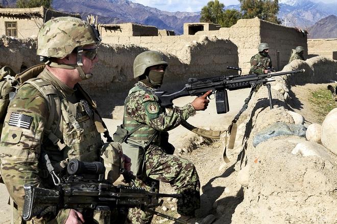 NÓNG: Bị phục kích ở Afghanistan, Quân đội Mỹ thiệt hại nặng - 8 binh sĩ thương vong - Ảnh 1.