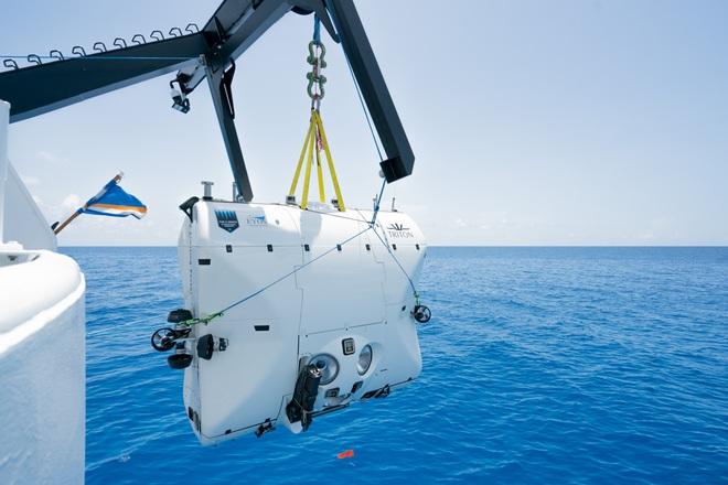 Lặn xuống nơi sâu nhất đại dương, các nhà khoa học phát hiện điều đáng sợ - Ảnh 2.