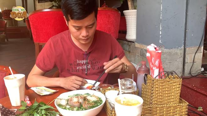 Phó GĐ Điền Quân Khương Dừa vào quán bún Hoài Linh ăn bát bún 98 ngàn, tiết lộ về con người nam danh hài - Ảnh 5.