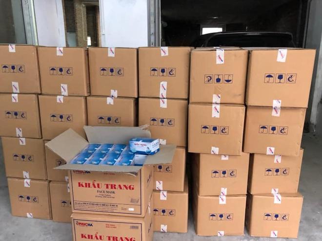 Hà Nội: Phát hiện người Trung Quốc mua gom số lượng lớn khẩu trang tập kết tại biệt thự - Ảnh 1.