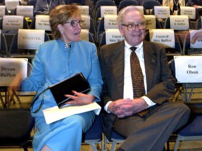 Bí mật ít biết về cuộc hôn nhân của tỷ phú Warren Buffett - Ảnh 1.